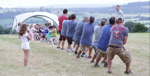 8 dads try to beat 20 children at tug-o-war